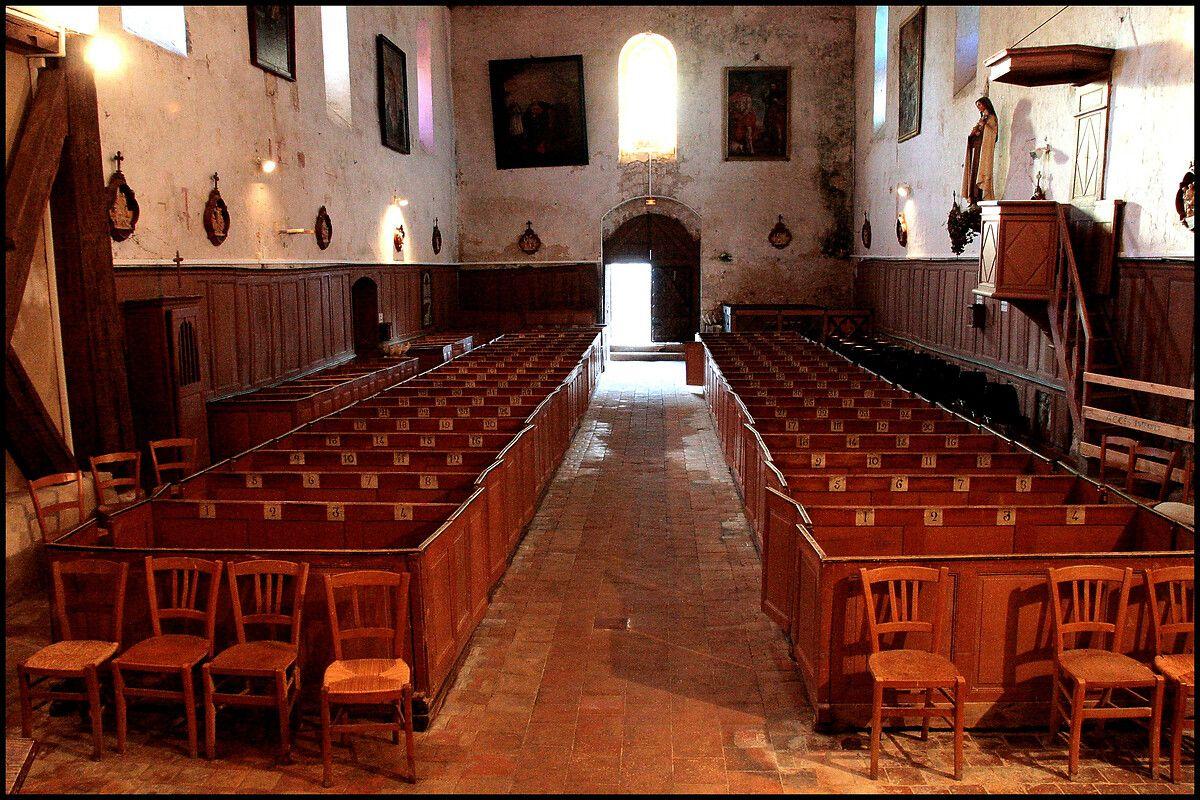 Bancs de l'église de Concressault