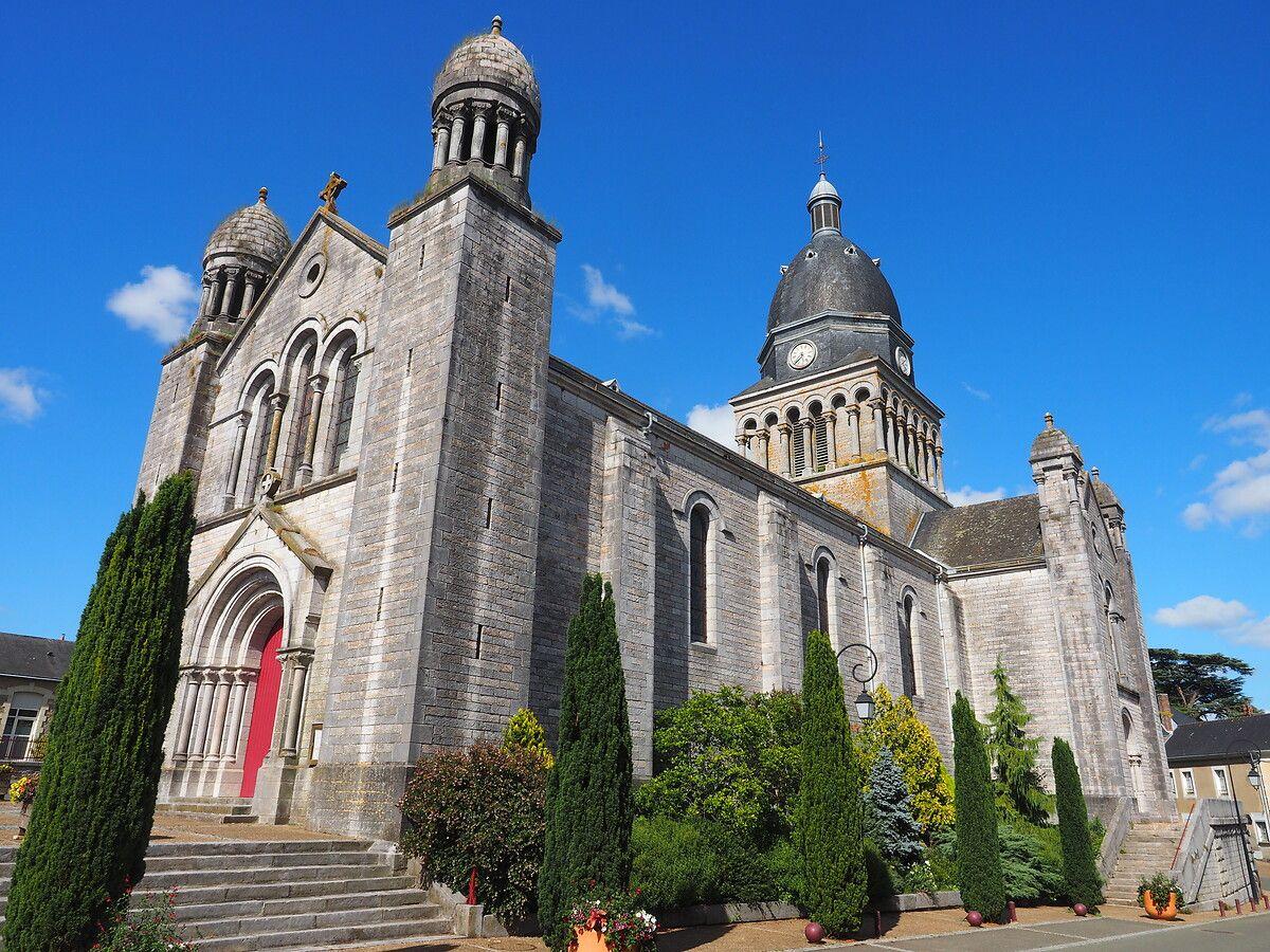 Vitraux de L'Eglise de Bouère en Mayenne