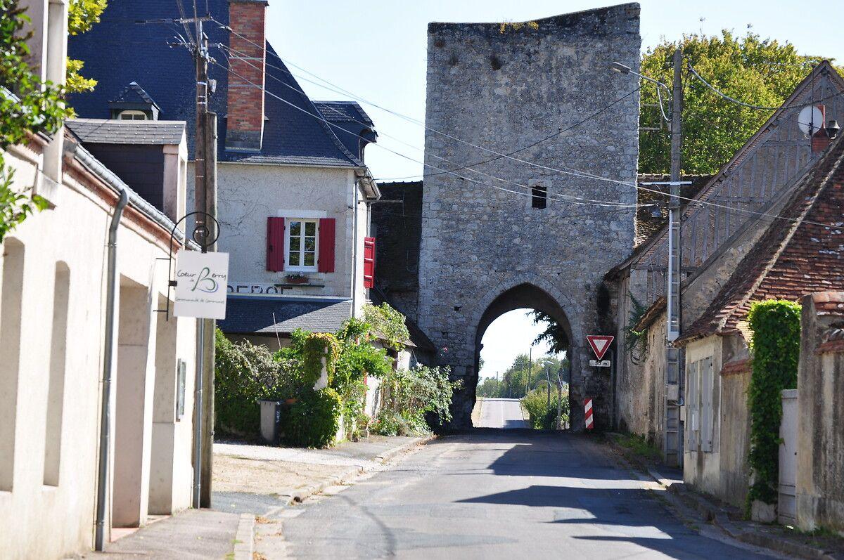 Porte et ancienne église de Lury-sur-Arnon dans le Cher