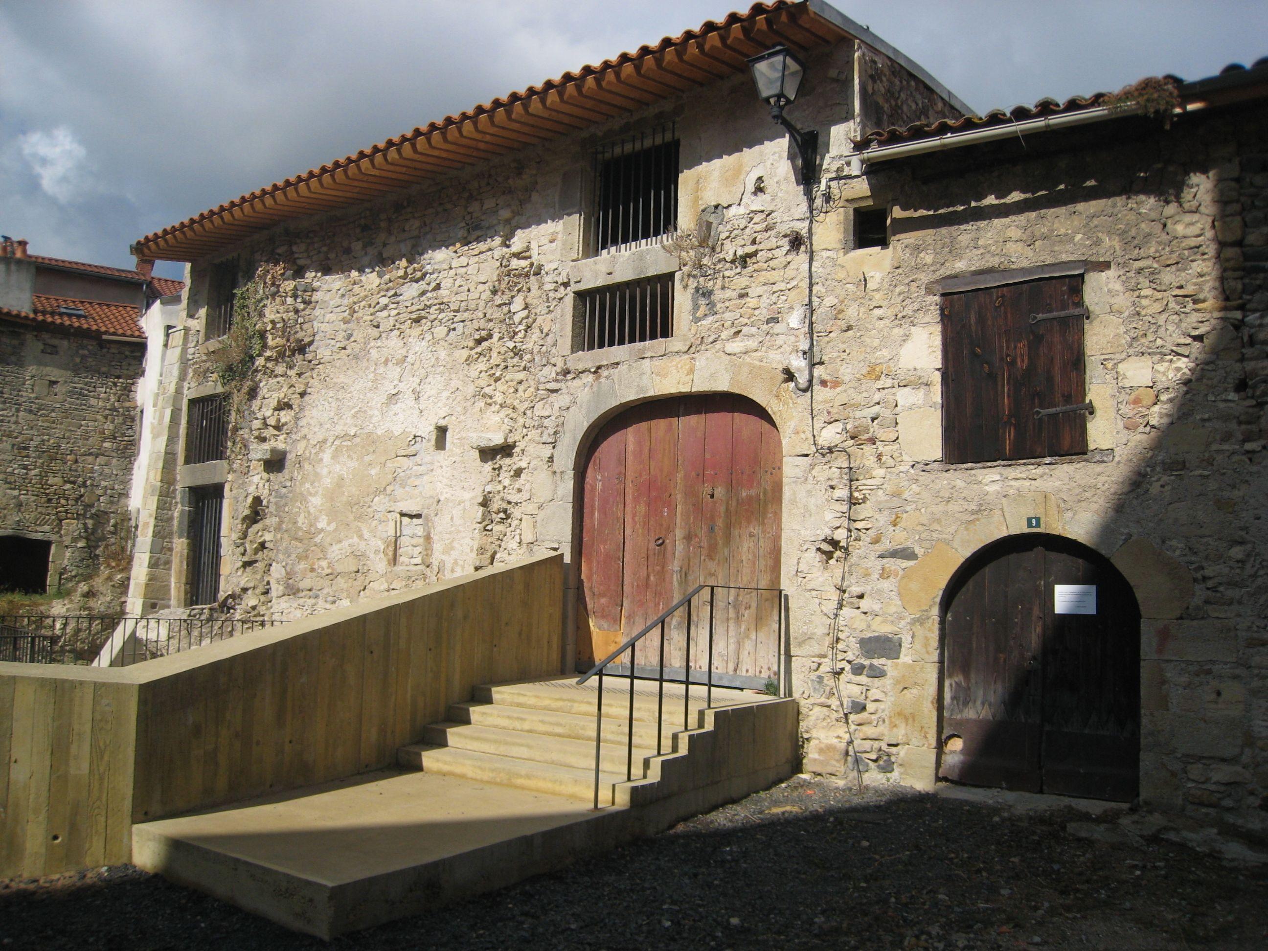 Cave Marc et bâtiments alentours à Plauzat