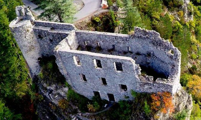 """Château de la """"Reine Jeanne"""" à Guillaumes"""