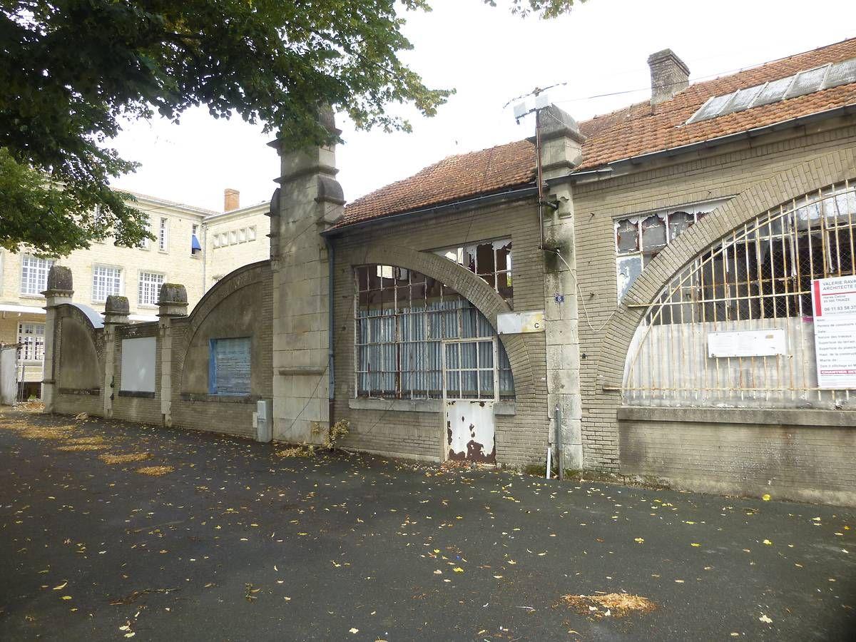 Institution Sainte-Ursule ancienne usine électrique de Luçon
