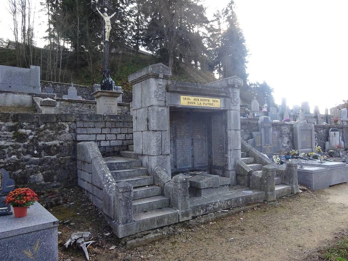 MONUMENT AUX MORTS - RIOTORD