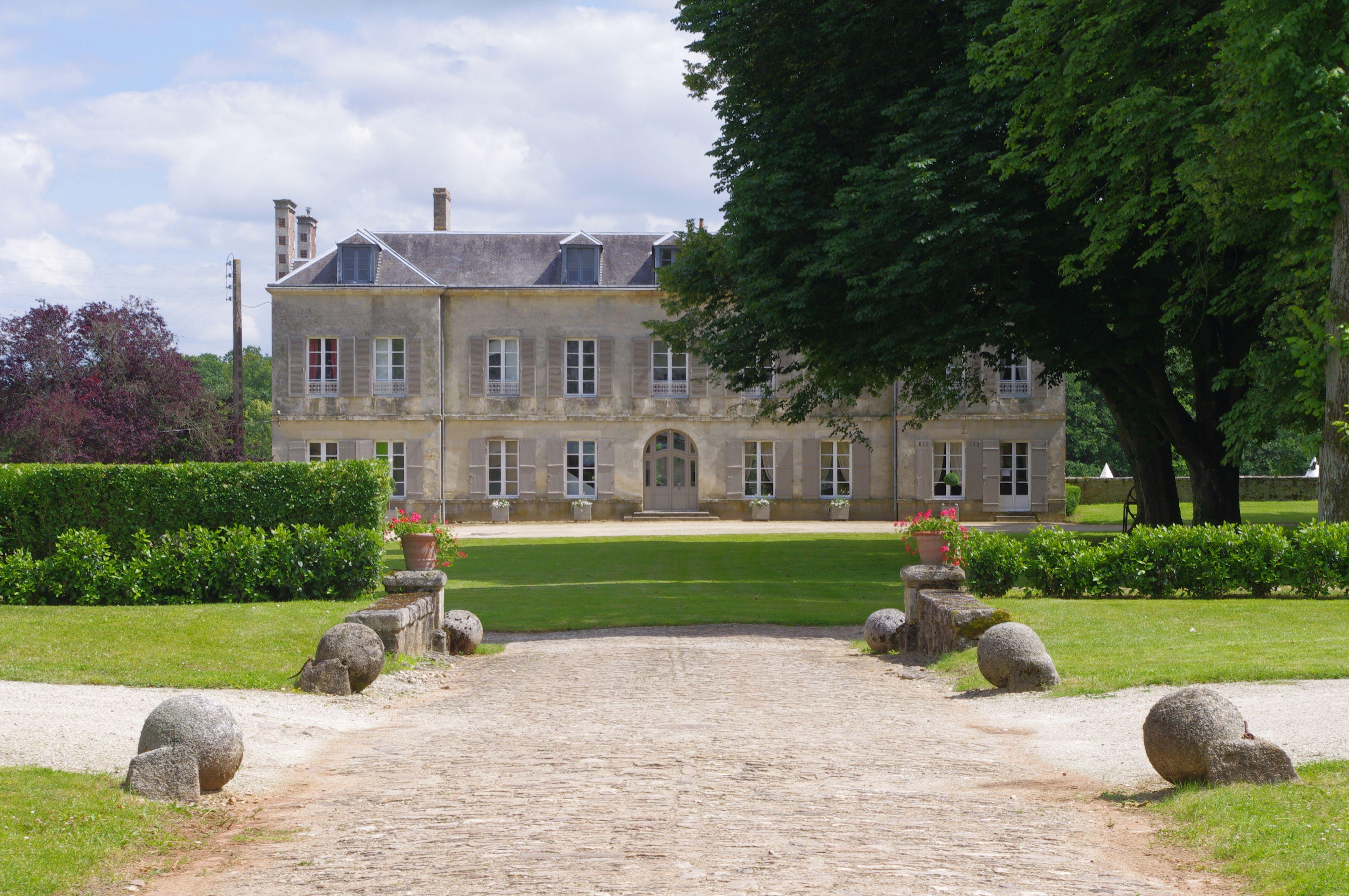 CHATEAU DE VAUX - GESNES LE GANDELIN