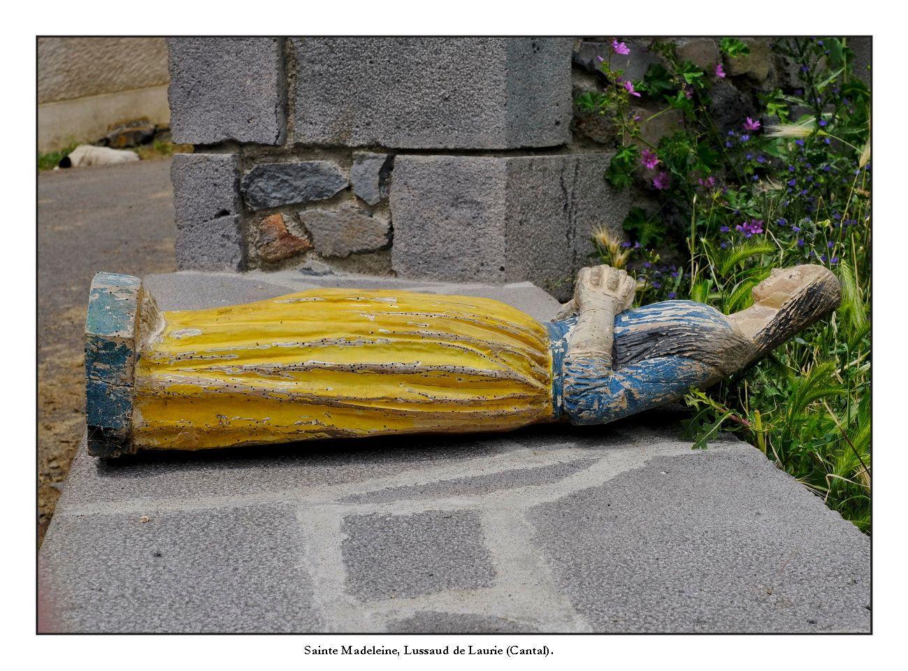 Statues de l'église de Lussaudà Laurie