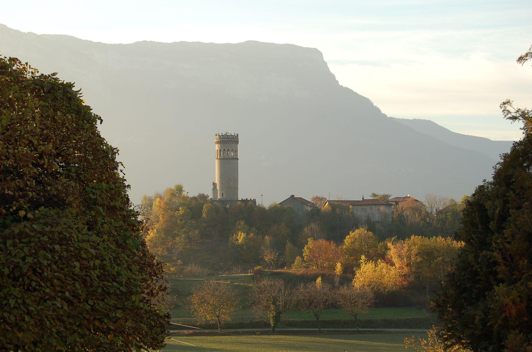 La Tour d'Avalon à Saint-Maximin en Isère