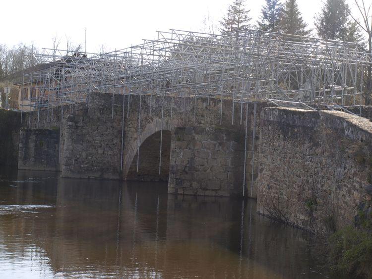Échafaudages sur le Pont