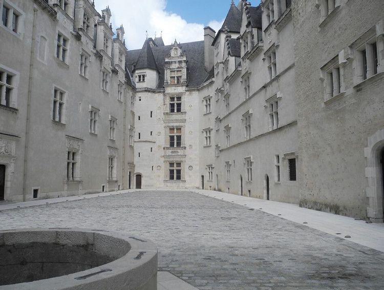 cour du château de pau