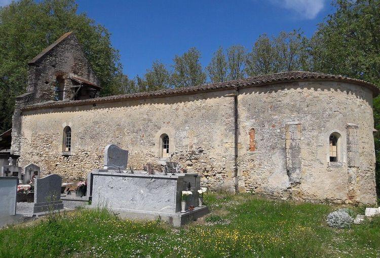 Côté de l'église de Saint-Barthélemy de Tersac