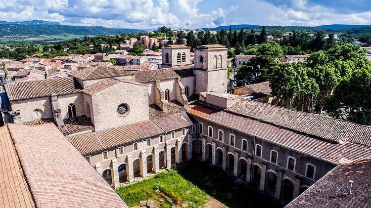Le cloître de l'ancienne abbaye d'Aniane dans l'Hérault