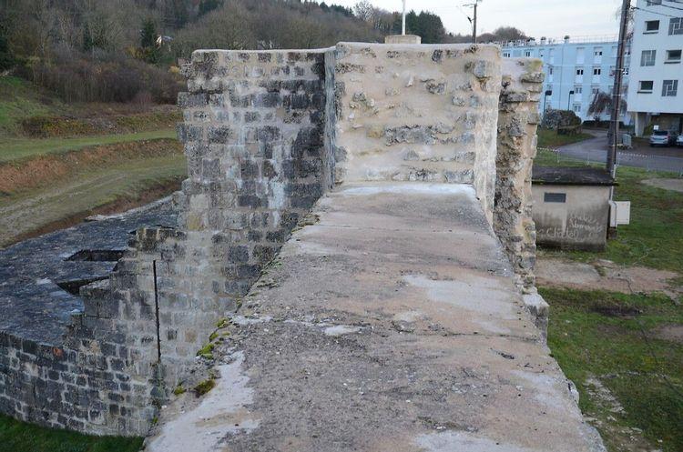 Forteresse de Châtel-sur-Moselle dans les Vosges