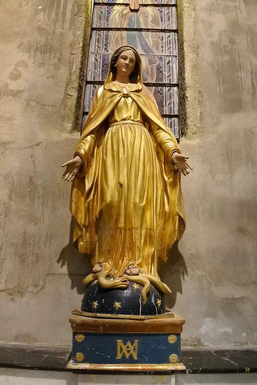 statues et stations du chemin de croix