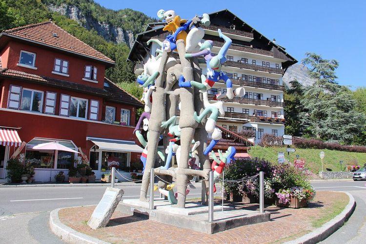 Sculpture la Grande Echelle de Charles Semser à Passy