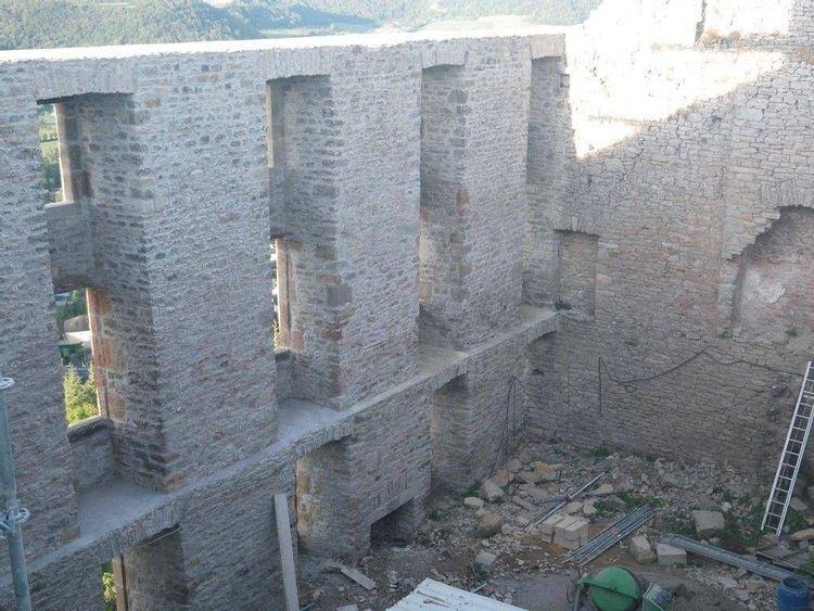 château de sévérac dans l'aveyron