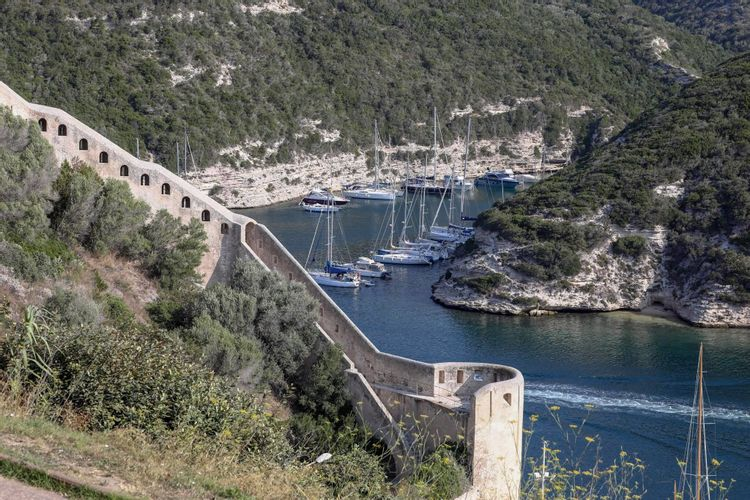 Restauration des remparts de Bonifacio