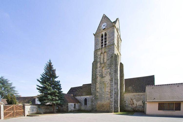 Clocher de l'église Saint-Léonard de Videlles dans l'Essonne