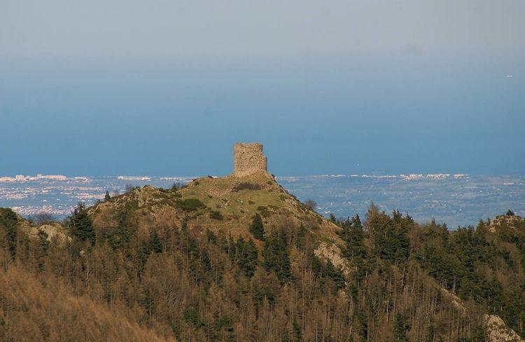 La tour de Batère à Corsavy