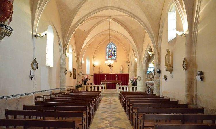 Nef axiale - église Saint-Pierre-ès-Liens d'Huison Longueville