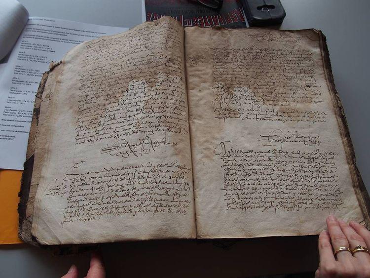 Fonds ancien d'archives de la commune de Seyssel dans l'Ain