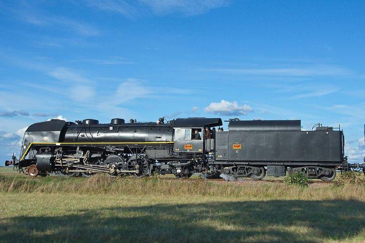 Locomotive à vapeur 141R840 et son tender
