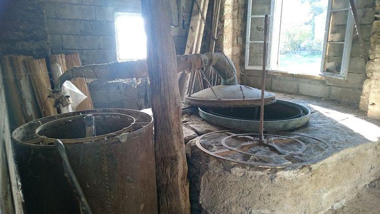 Distillerie à la Rochegiron