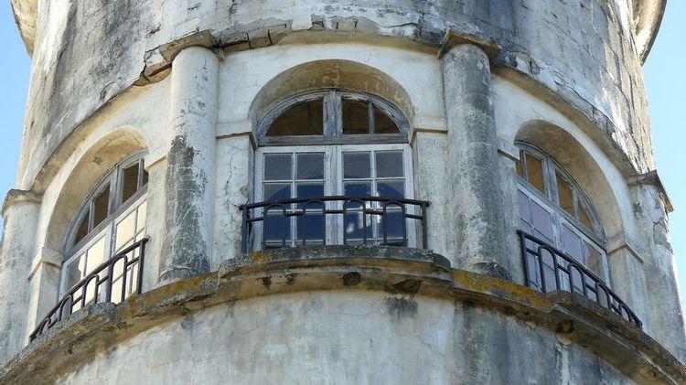 vue extérieur château d'eau