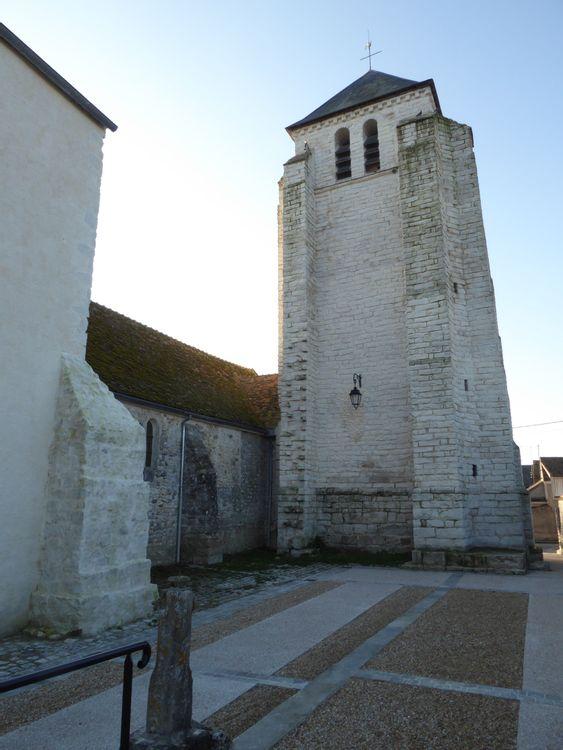 La petite nef et son clocher de l'église Sainte-Fare à Achères-la-Forêt