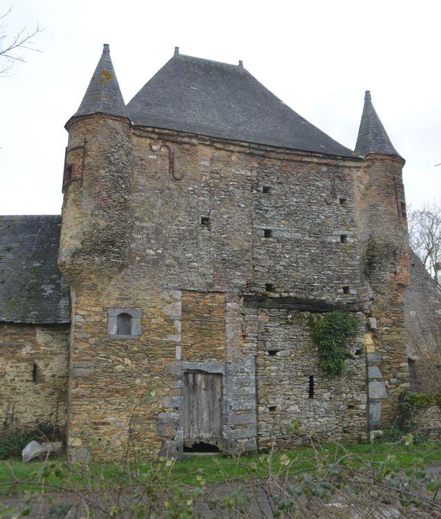 Le châtelet et l'emplacement de l'ancien pont-levis