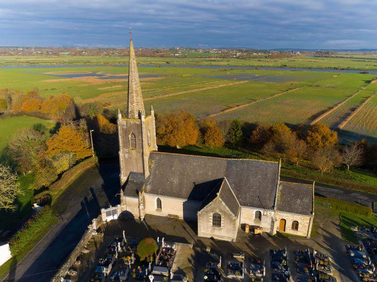 Eglise Saint-Pierre du Moustier à Thehillac
