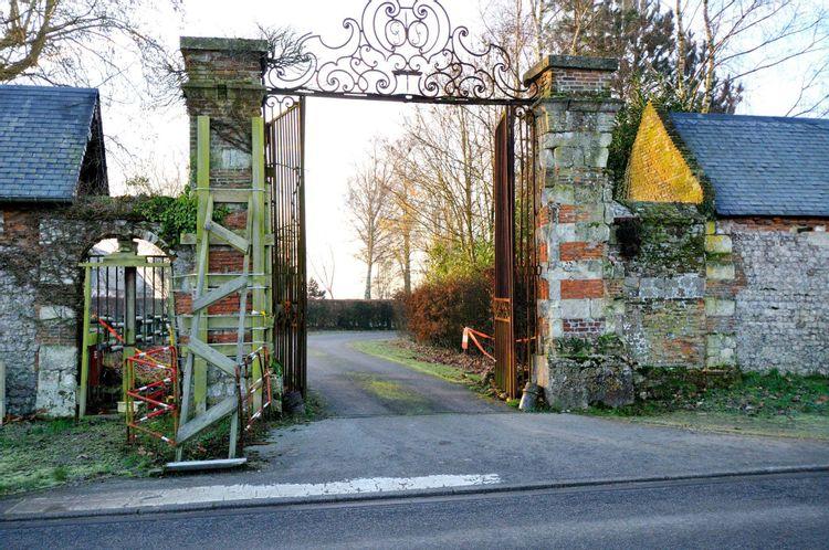 Le portail du domaine des Rhâmes à Saint-Nicolas-de-la-Taille