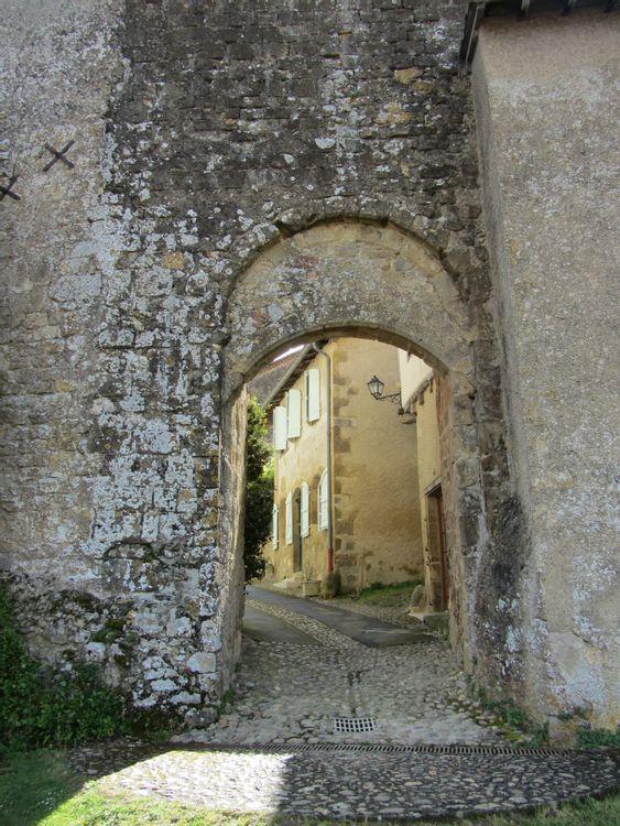 Tour-porte fortifiée de Montesquiou