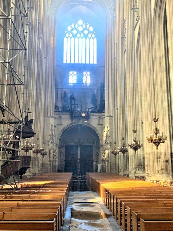 vue de l'orgue après l'incendie