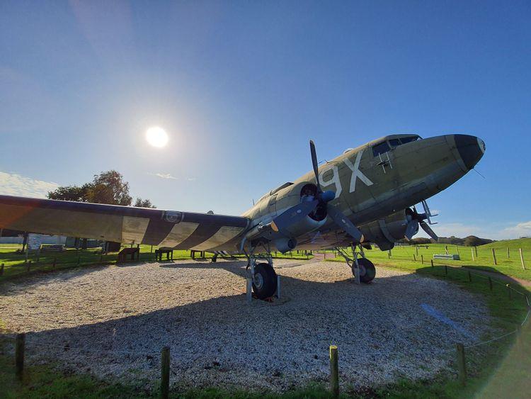 Le Douglas C-47 du Musée de la Batterie de Merville surnommé le « Dakota »