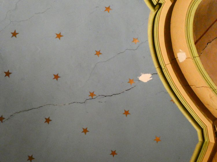 Impact sur les peintures intérieures de la fissure dans le chevet