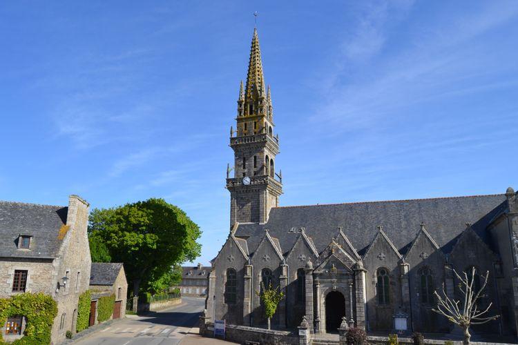 Eglise Saint-Pierre à Plounévez-Lochrist
