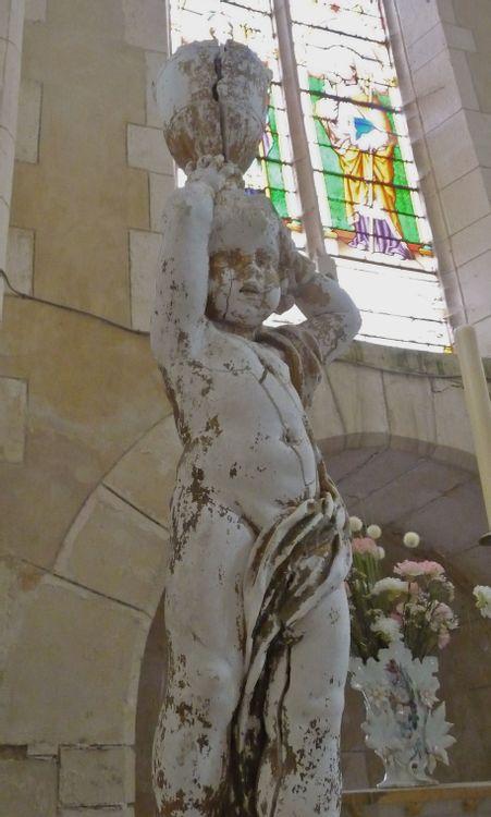Statue de l'église d'Yrouerre