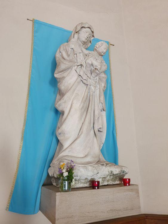 Statue de l'église de Bretigny