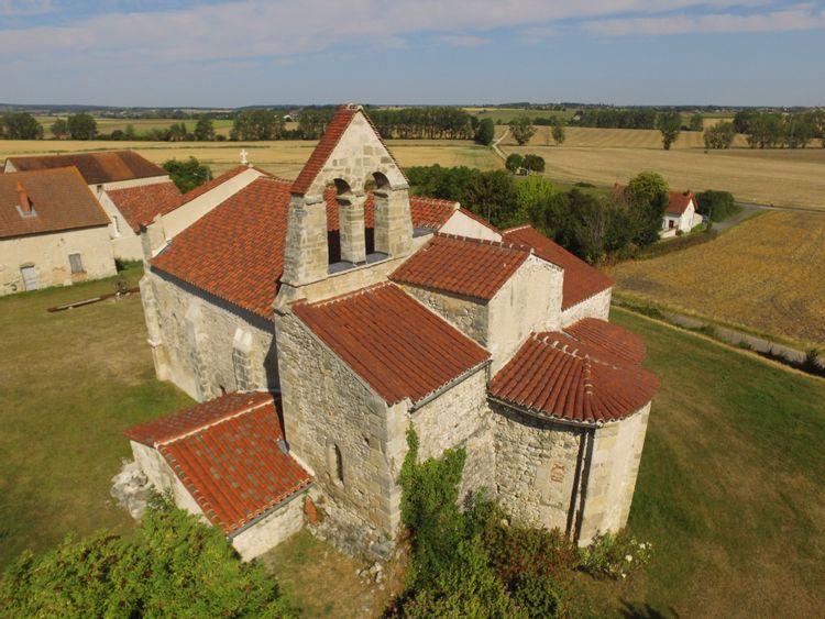 vue aérienne de l'église de taxat