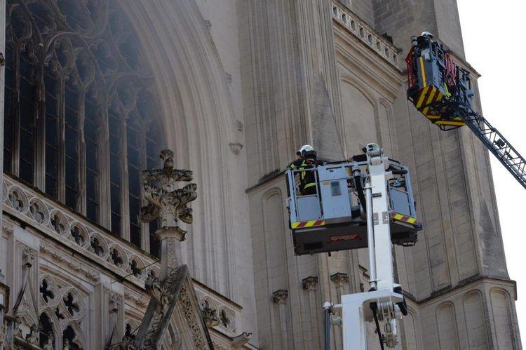 Intervention des pompiers sur l'incendie