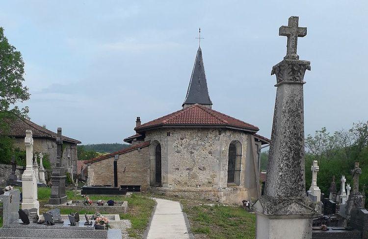 vue extérieure de l'église de julvécourt au sein du cimetière.