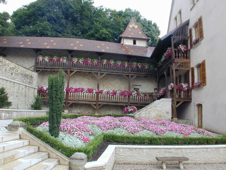 Mur de Rempart et Galeries de la Maison Lourdel à Delle