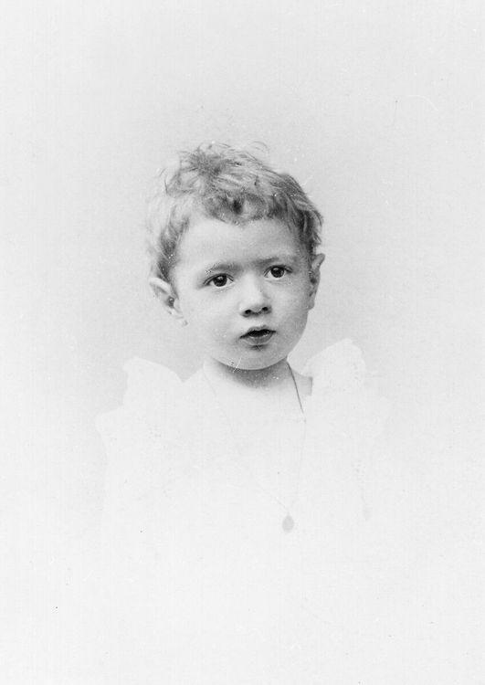 Charles de Gaulle à l'âge de 2 ans (1892)