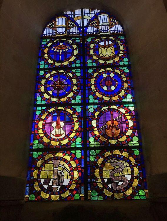 Vitrail «Les instruments de musique» de l'église Saint-Nicolas de Jonquières