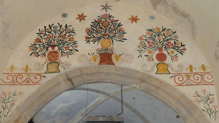 Décor peint de l'arc triomphal de l'église Saint-Symphorien de Levezou