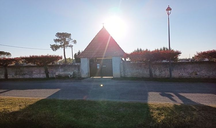 porche du cimetière à tarsac