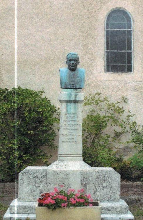 Stèle dédiée à Hippolyte Coste à Saint-Paul-des-Fonts