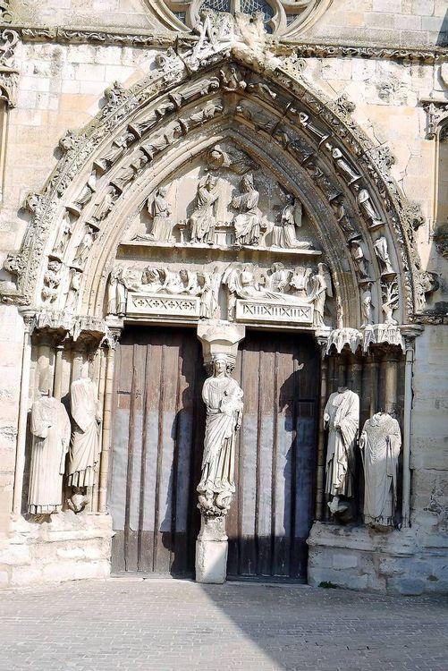 Portail de la Basilique Notre-Dame de Longpont-sur-Orge