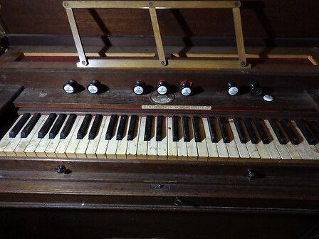 Harmonium de l'église d'Uglas
