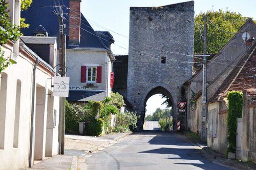 Porte et ancienne église de Lury-sur-Arnon