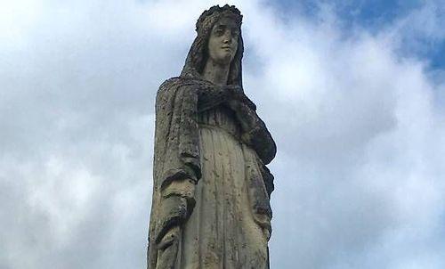 Statue de la Vierge à Neuville-sur-Ain